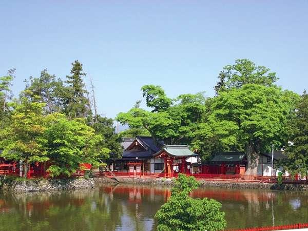 【生島足島神社】真田信之寄進の社があり。真田氏ゆかりの地としても有名朱色が綺麗な格式高い神社