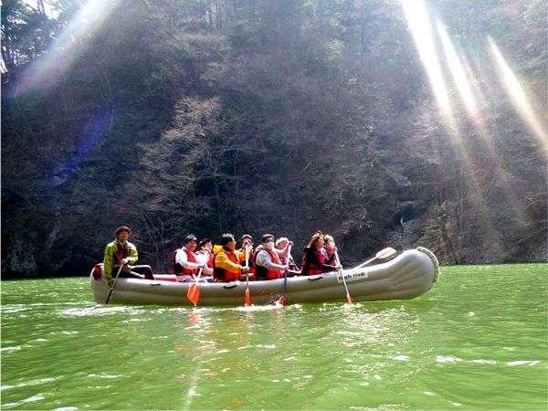10人乗りのカヌー型ゴムボート【Eボート】で塩原渓谷を冒険しよう!