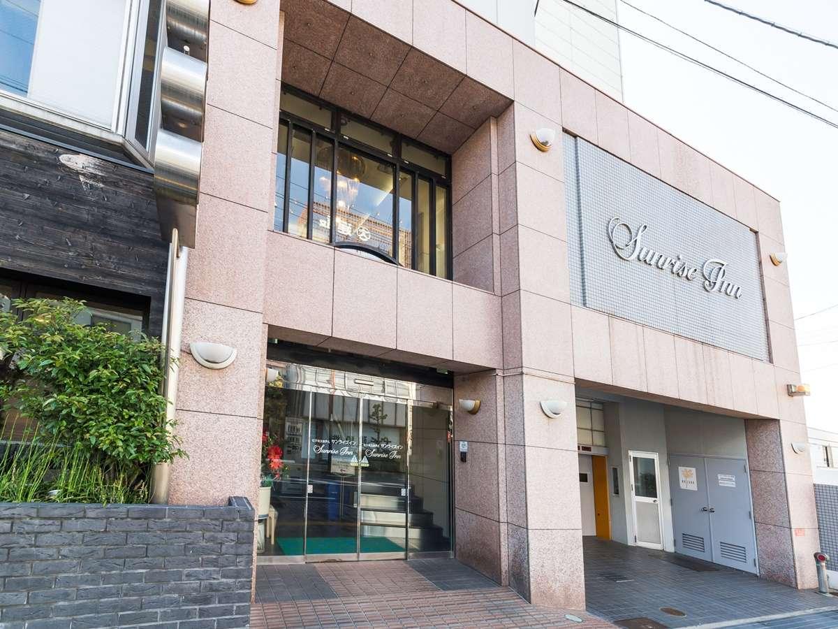 【外観】南海本線貝塚駅から徒歩3分の好立地。