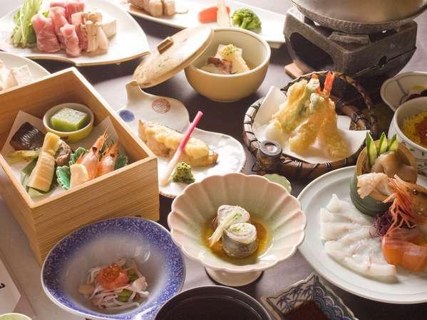 夕食全15品からなる華美会席