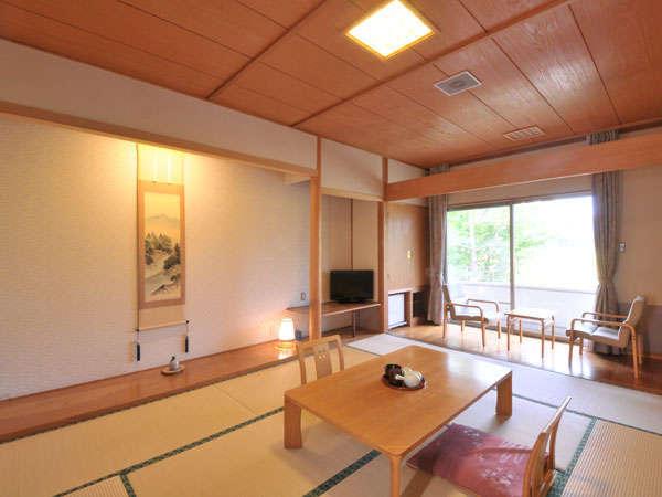 広々とした和室10畳の清潔感あるお部屋