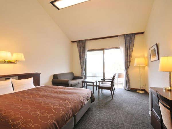 ※キングサイズベッドを採用した、1室限定の特別室はちょっとラグジュアリーな滞在を叶えます。