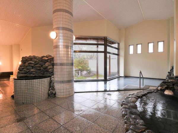 ●松の湯 天然石を使った岩風呂が自慢。