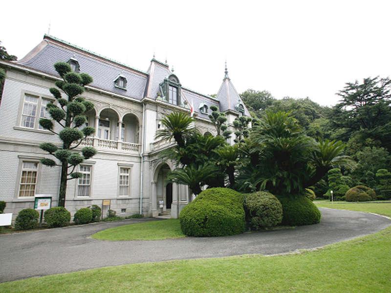 萬翠荘:萬翠荘松山藩主の子孫である久松定定謨の別邸として建設された。徒歩15分