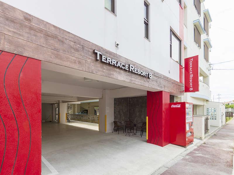【TERRACE RESORT 8】赤い柱が目印です♪