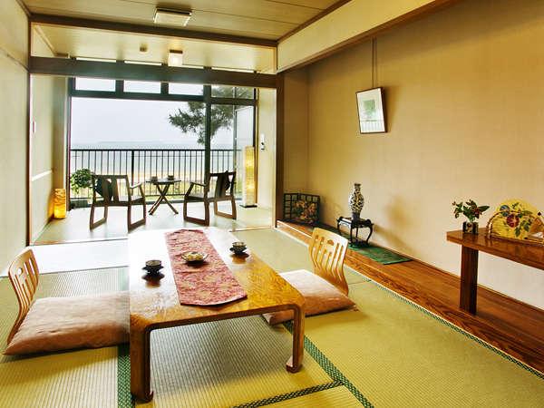 ■オーシャンビュー和室8帖■日本海と庭園が望めます。潮風を感じながら過ごす爽やかなひととき