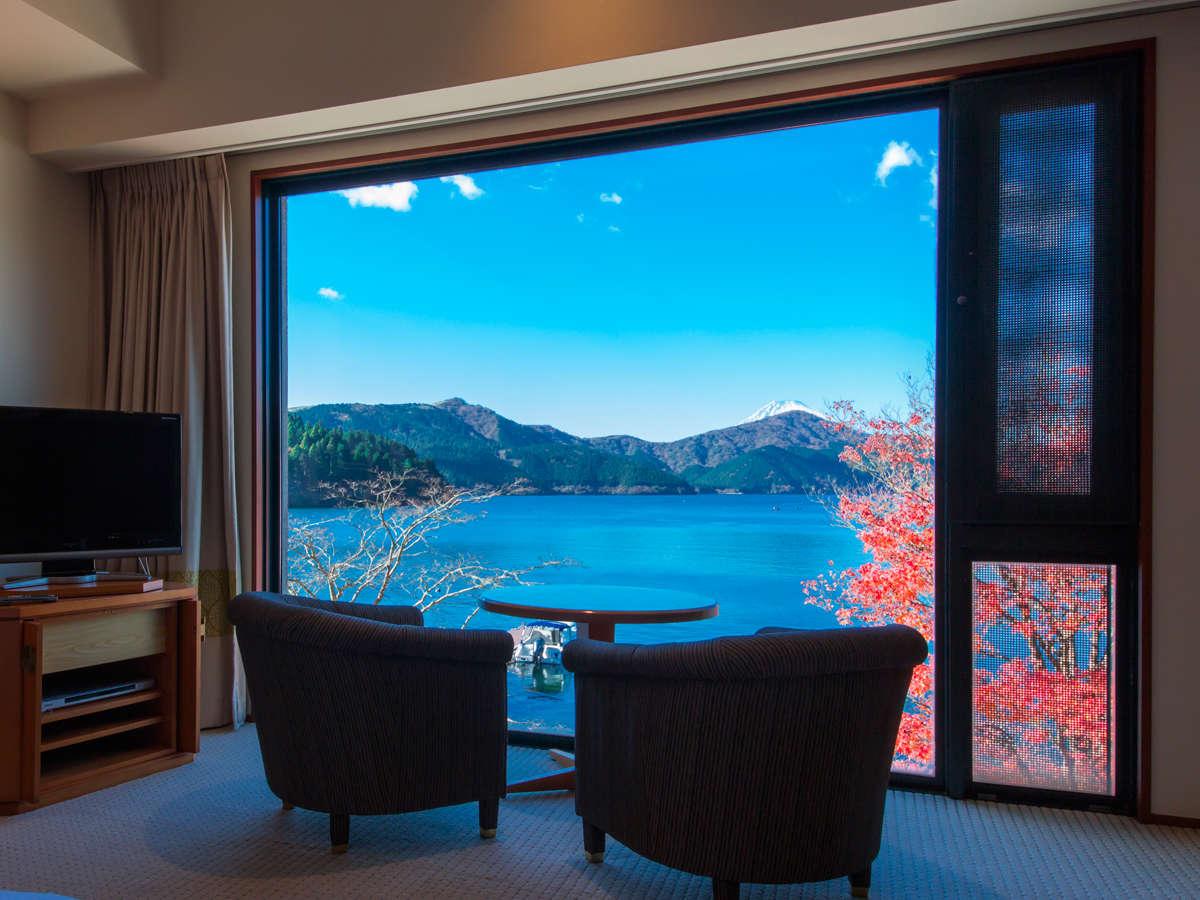 全室レイクビューの箱根ホテル。スーペリアツイン以上のお部屋の窓からは、正面に芦ノ湖を望めます。