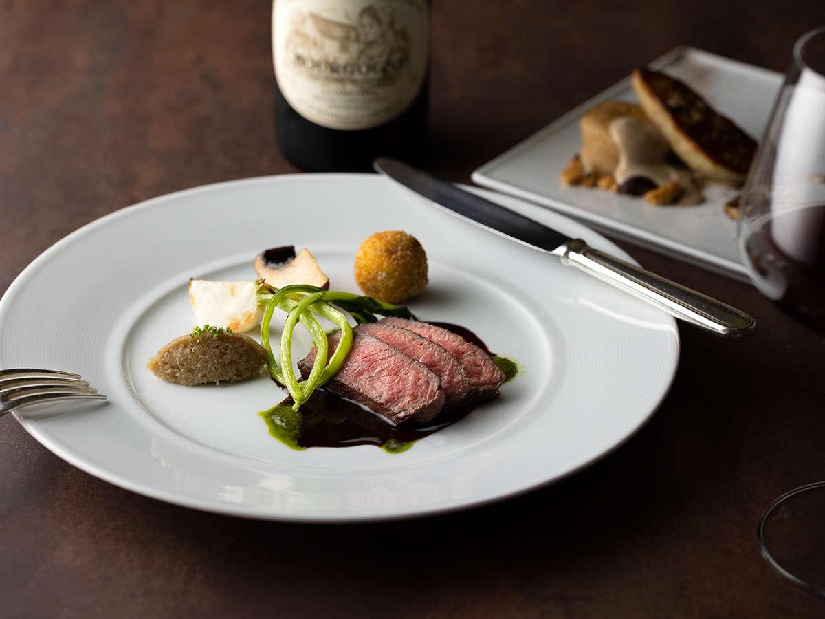 箱根ホテル自慢のフランス料理をどうぞお楽しみください。
