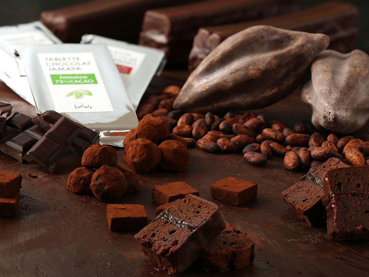 ショコラトリーで修行したシェフ率いるパティシエの特製ショコラの数々。