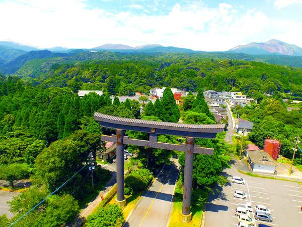 霧島神社鳥居を上空から!閑寂な老杉の濃い緑が印象的な神社!