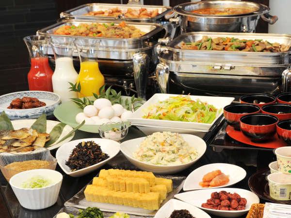 朝食「和食バイキング」。一汁十五菜の健康に良い和食をご用意しております。