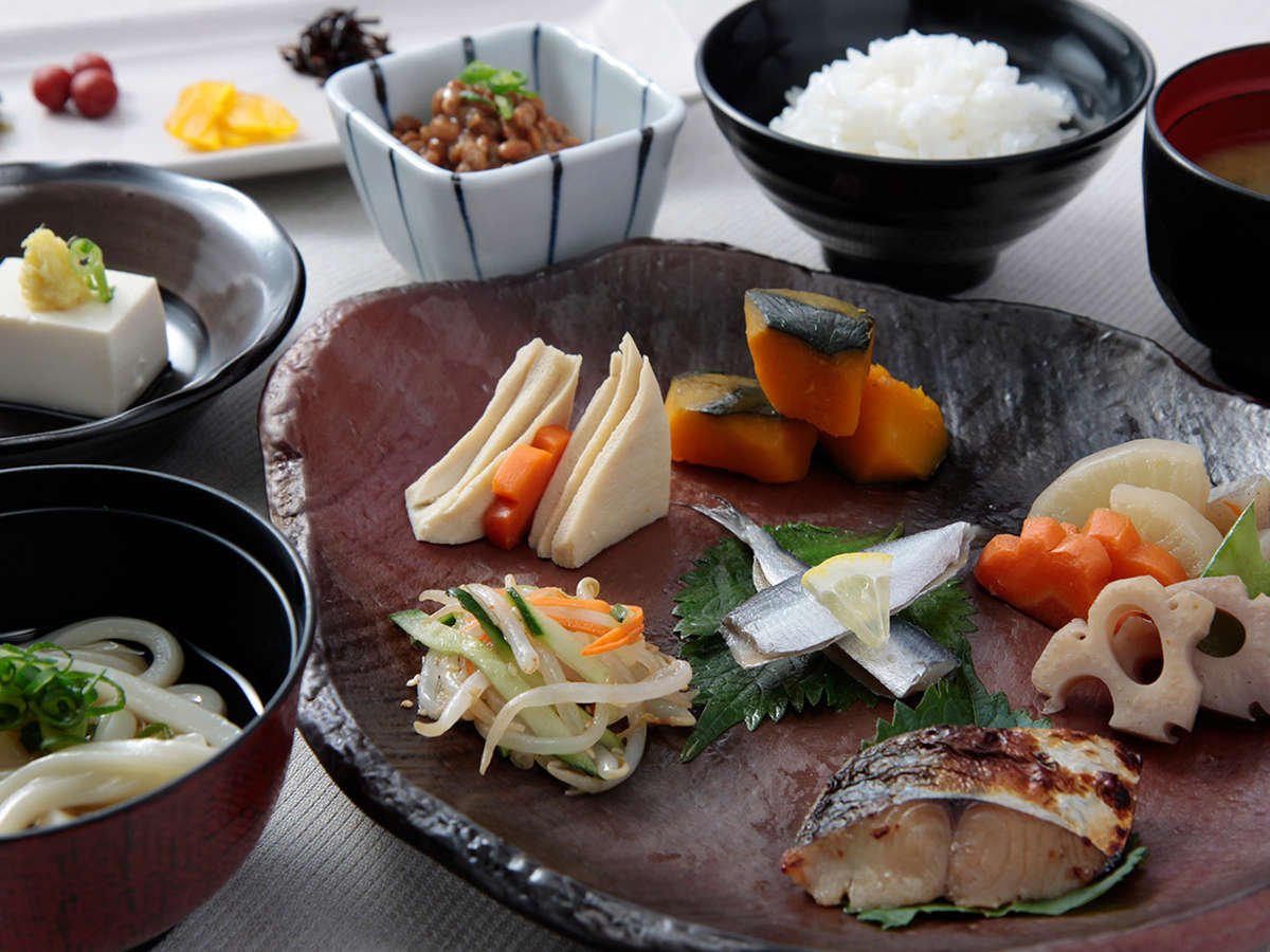 本場の味。郷土料理と名産品 えび飯・ままかりの酢漬け・伏市醤油など多数ご用意しております