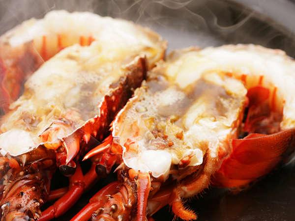 【料理】季節の海鮮料理(伊勢エビ陶板蒸し)