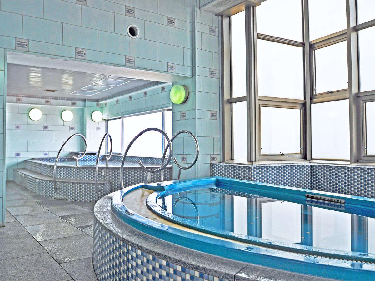 【男性展望浴場 内湯】展望風呂から望む夕陽や明石海峡は最高の景観です