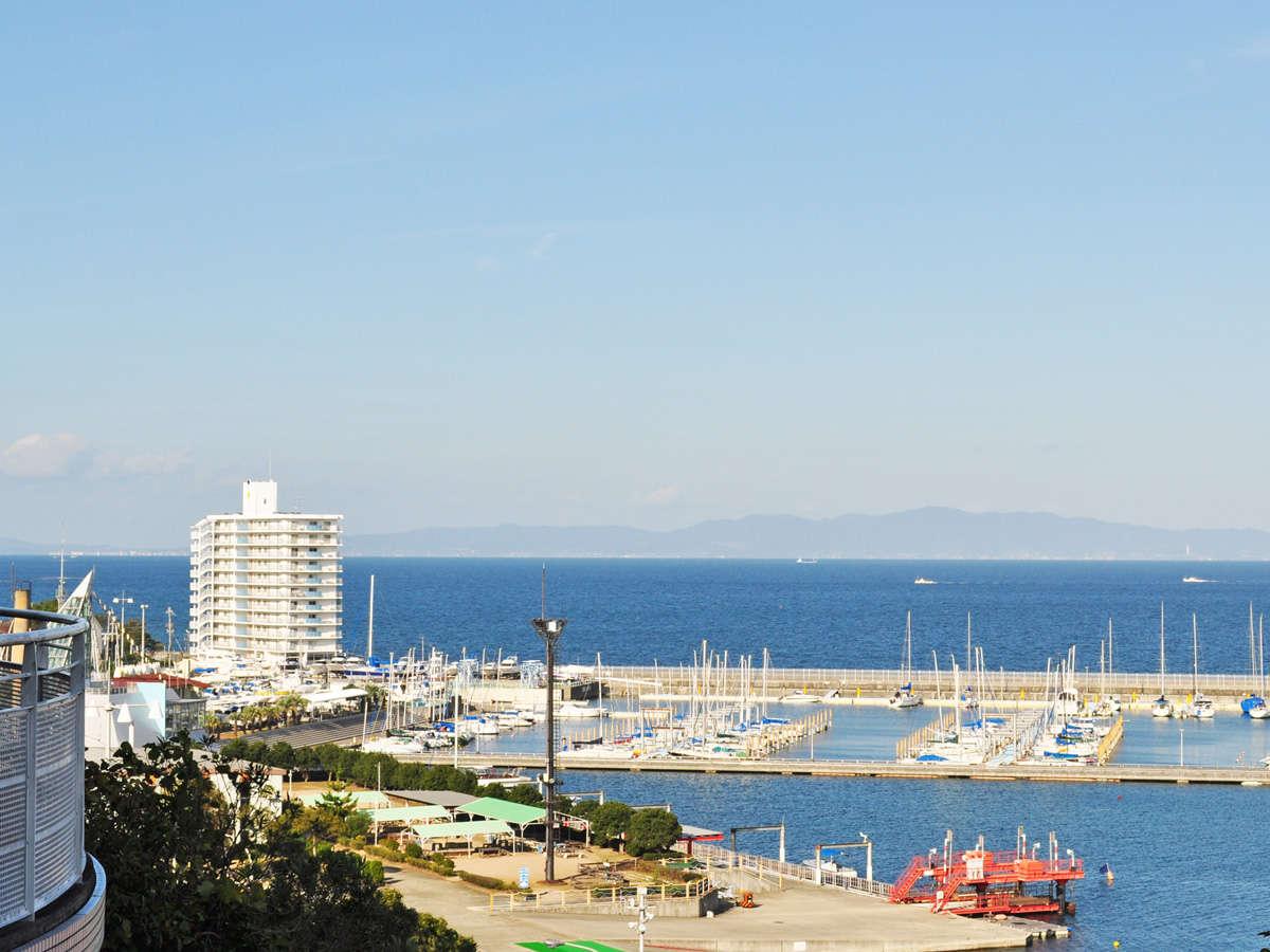 【眺望】高台にあるため広い海や街並みを見渡せます