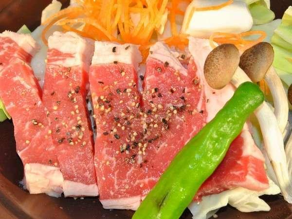 牛肉の陶板焼き。李宿泊料金はリーズナブルに、料理は満足していただけるように提供しております
