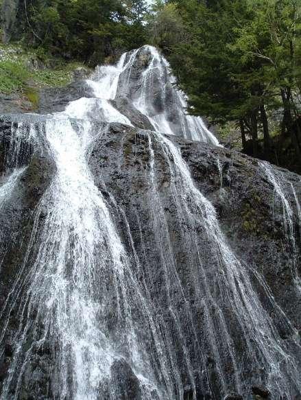 三本滝、美しい滝が3か所に集まる、県の景勝地に指定されている。