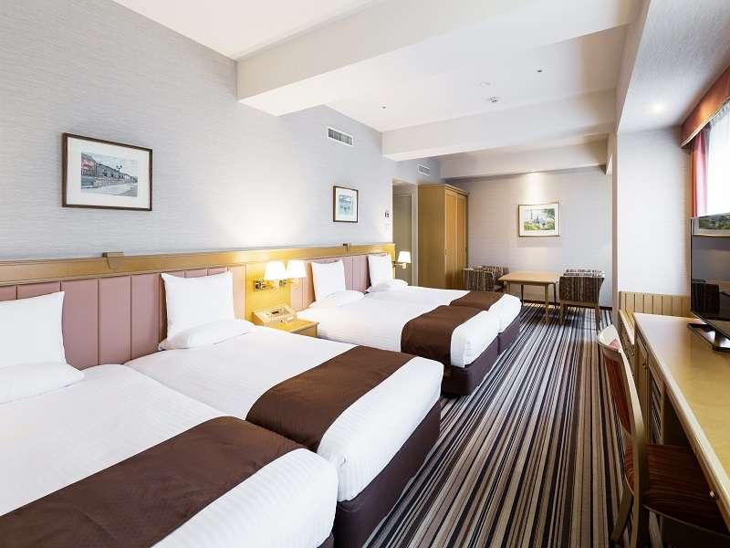 【クァルテットルーム(48平米)】ベッドが2台ずつ並んでいるのでお子様連れに大人気!