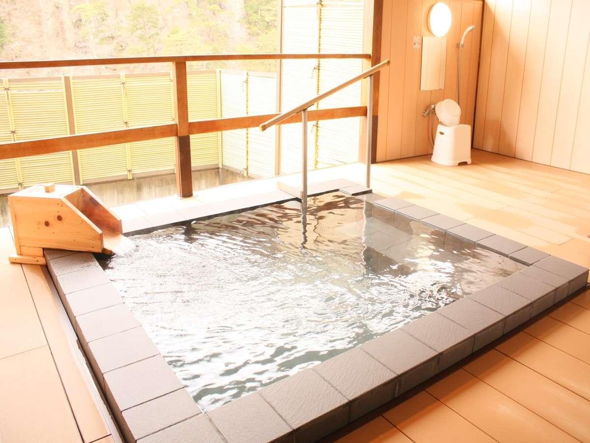 貸切露天風呂※要予約制 当日分12:00より/翌朝分17:00よりフロントで受付。1組30分間(1回のみ)利用可能