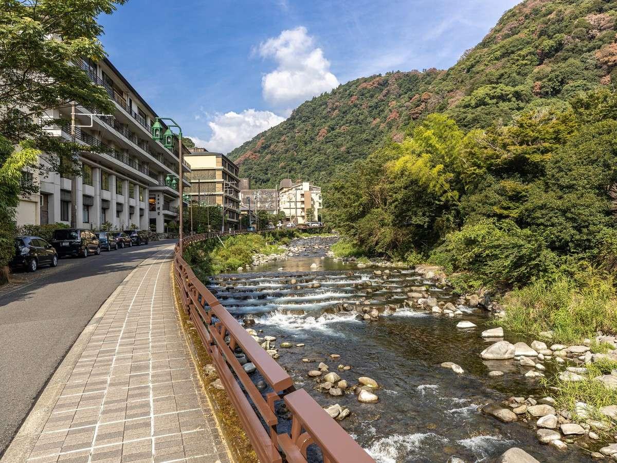 箱根湯本から近く須雲川沿いの景観に優れた宿です