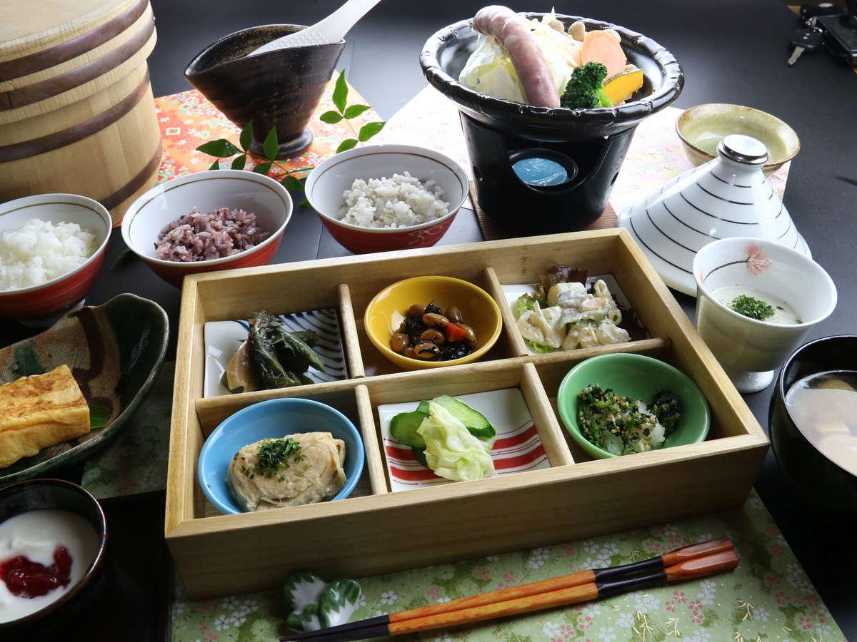■クチコミ高評価★ボリューム満点な清盛の朝食♪タジン鍋と地元野菜で健康的に野菜たっぷり