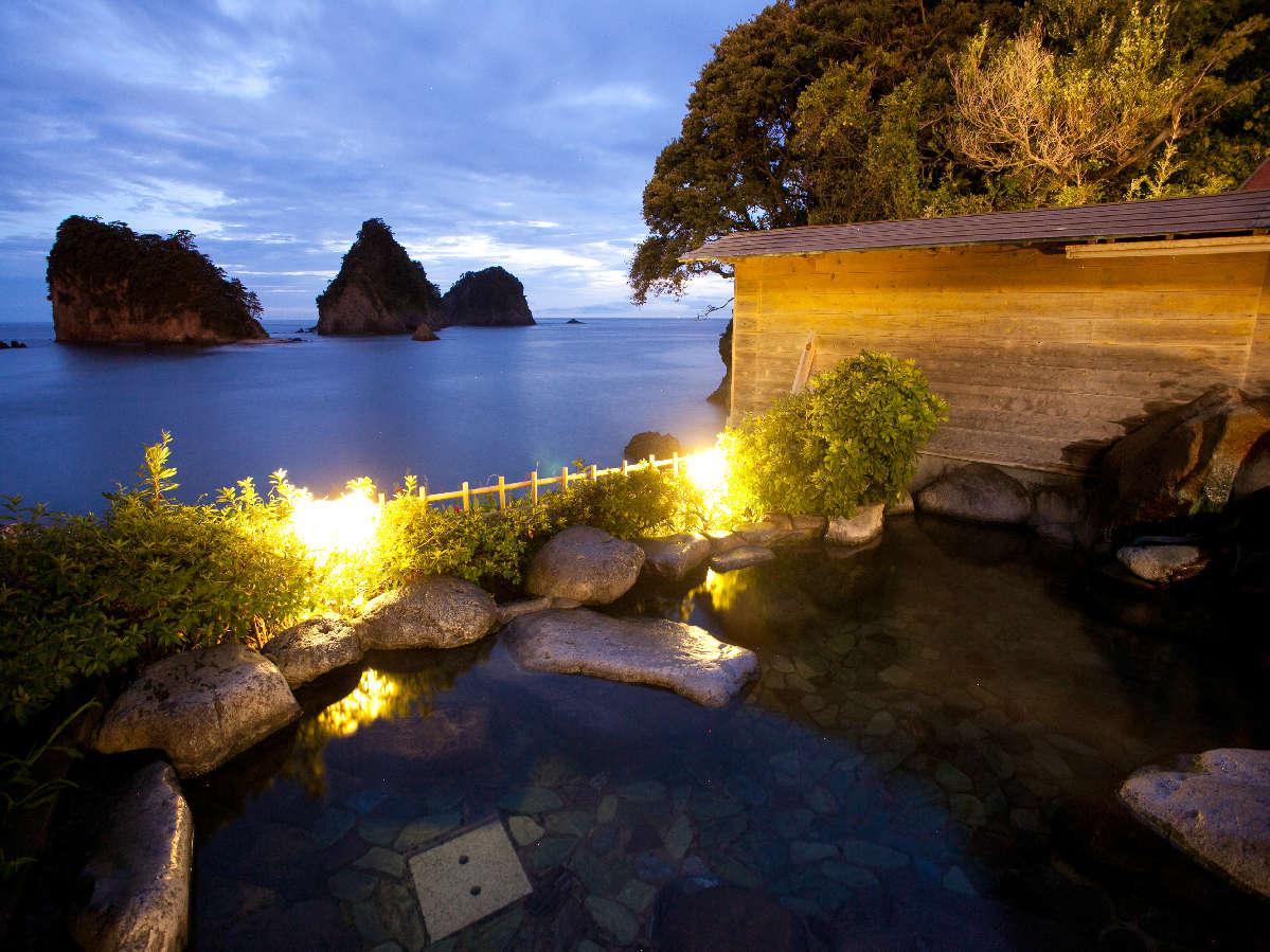 雄大な駿河湾、三四郎島を眺めながら「渚の露天風呂」 写真提供:じゃらんnet