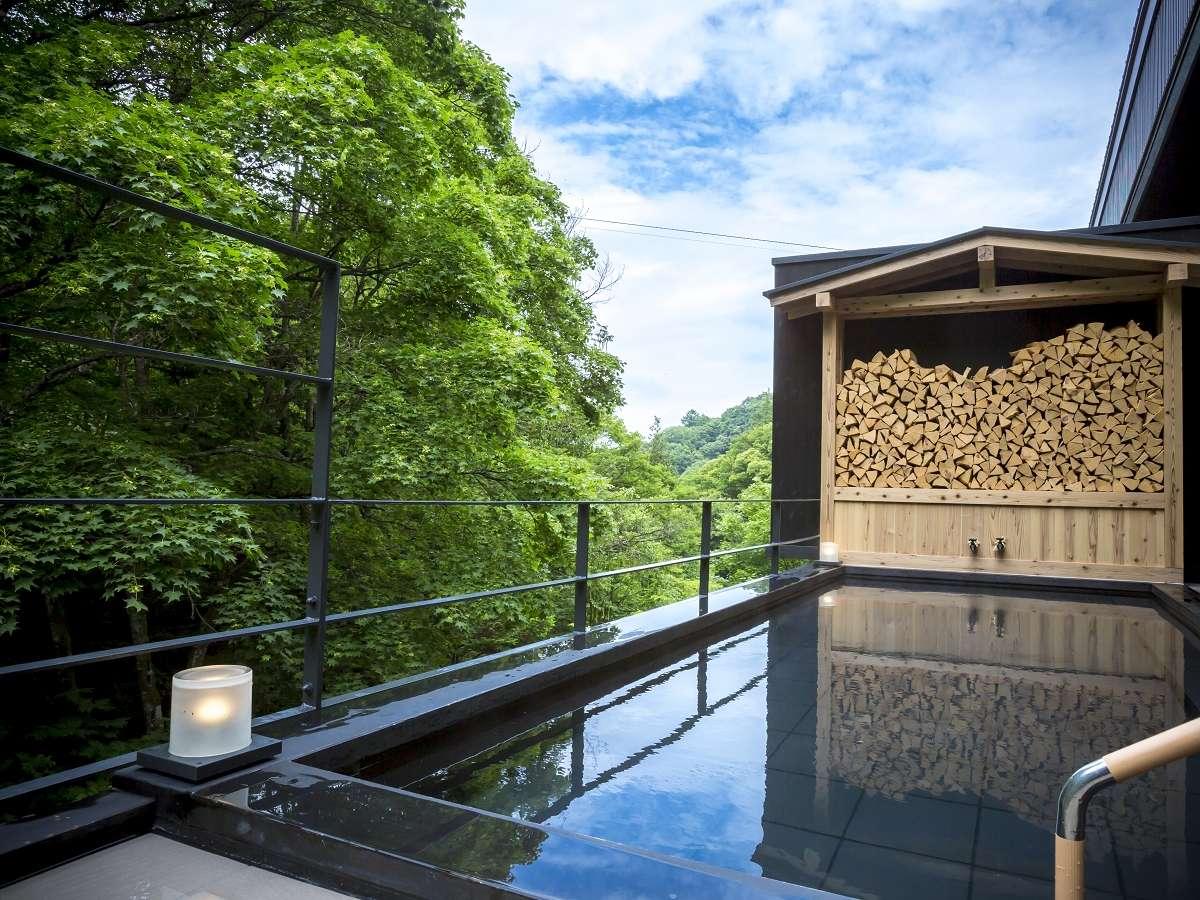 露天風呂◆渓谷を見ることができる大浴場併設の露天風呂