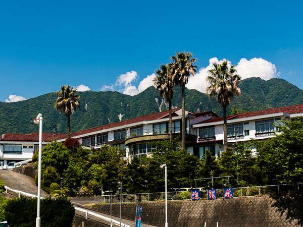 ◆島原外港駅・島原港より徒歩5分!有明海を望む島原港の高台に佇む料理自慢の宿です。