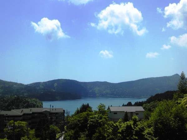 四季折々姿を変える美しい芦ノ湖