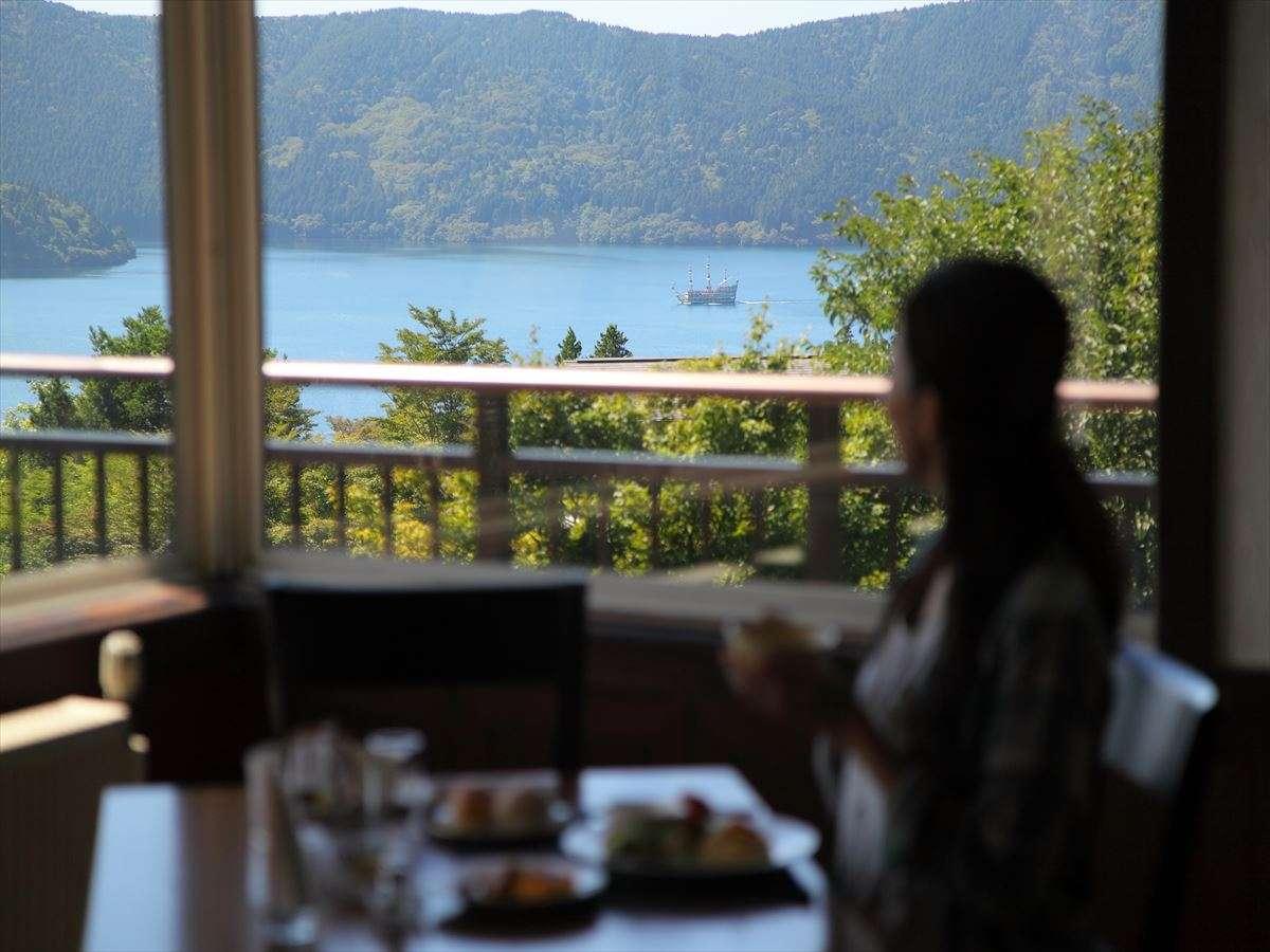 芦ノ湖を一望しながらのお食事