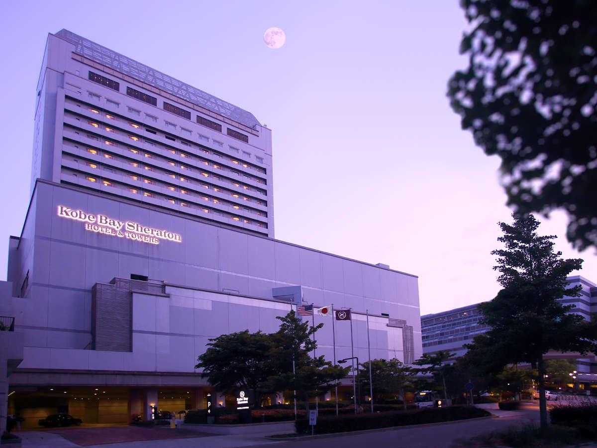 神戸港と六甲山の煌めく夜景を望む海上都市・六甲アイランドのランドマークホテル