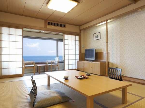 当館の客室は全室オーシャンビュー! 窓の外は一枚の絵画のようです。