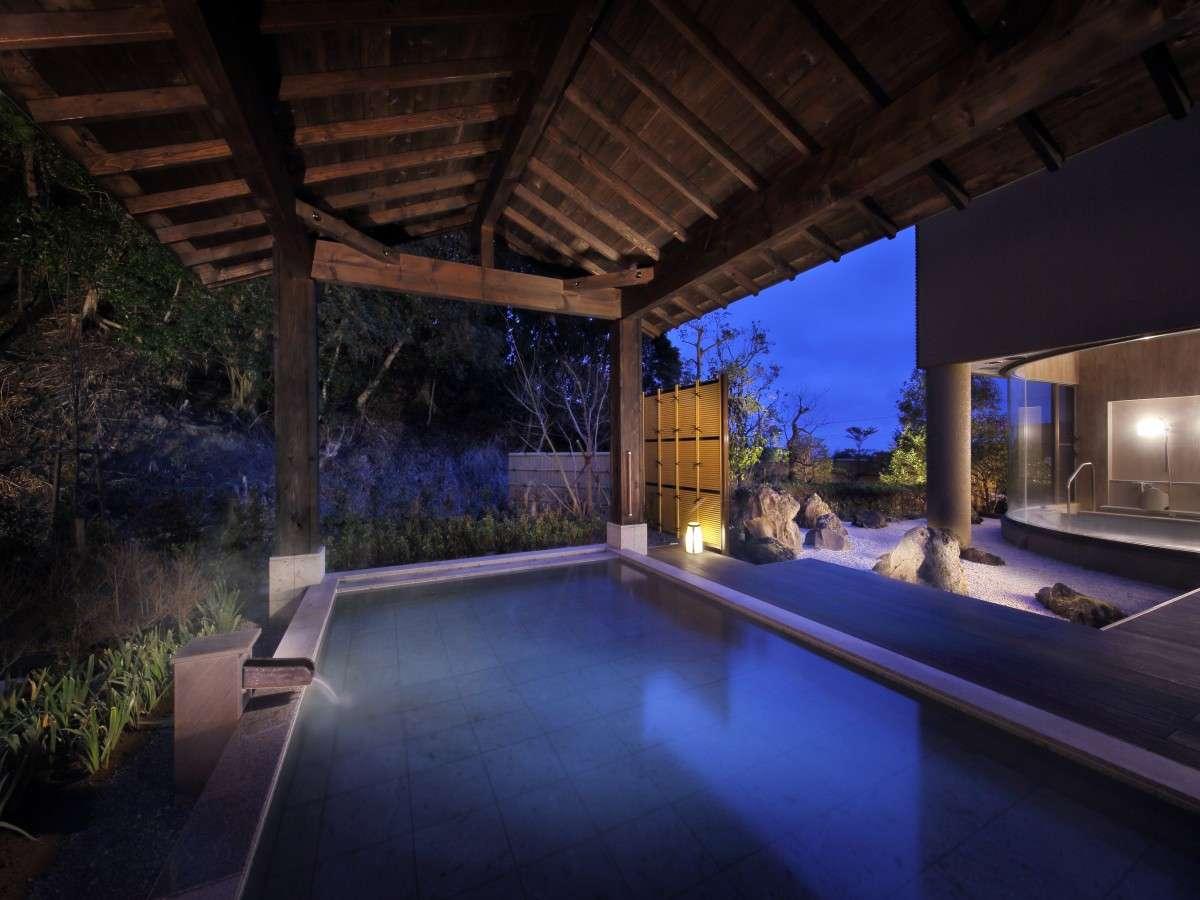 大浴場 月の湯 露天風呂(夜)