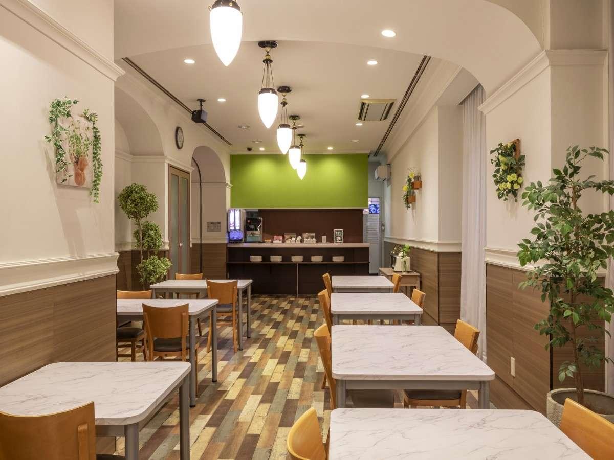 【1Fレストラン】7:00~10:00迄は軽朝食サービス会場となります。