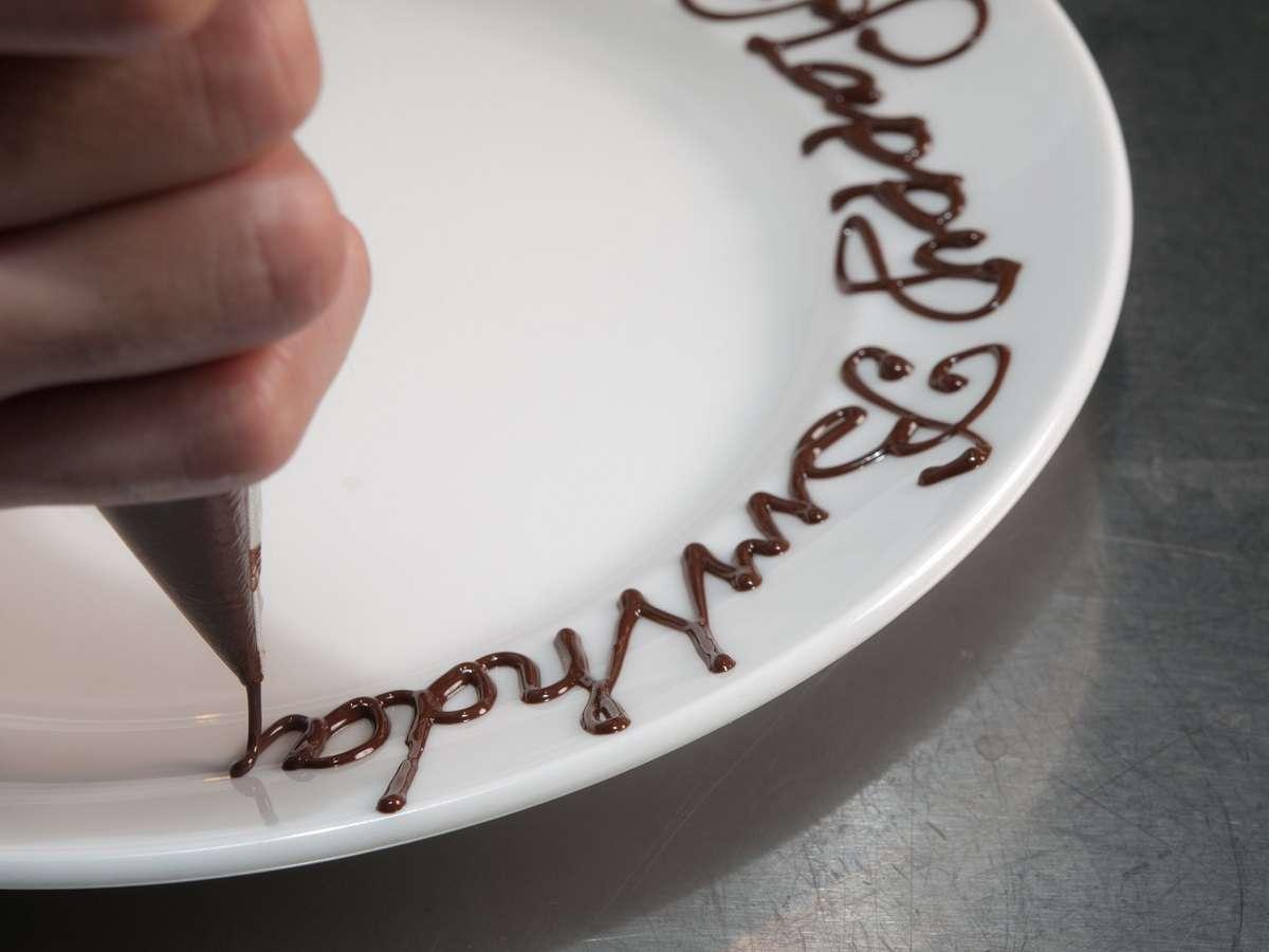 【本館25F マンハッタンテーブル】特別なディナーにはメッセージプレートも承っております♪