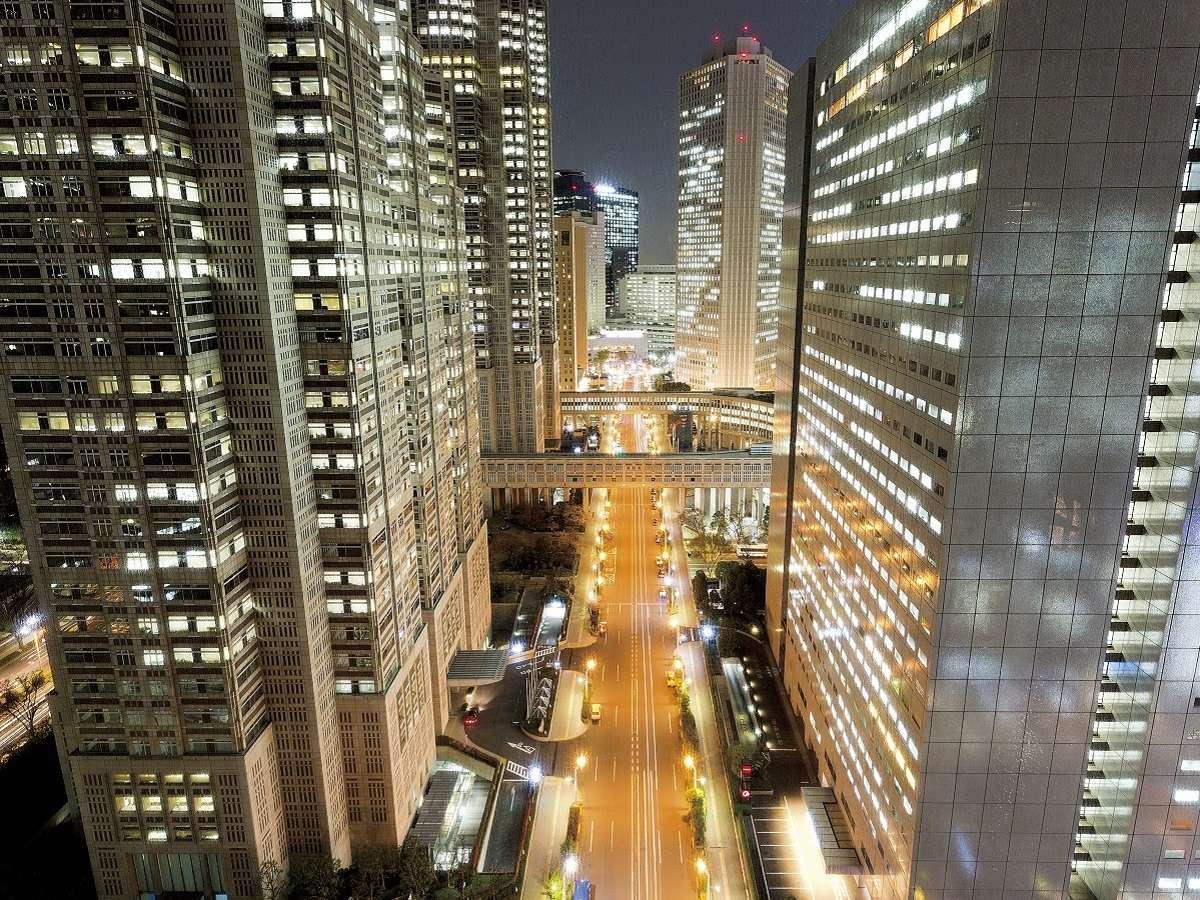 新宿西口ビル郡の高層ビル群の煌びやかな夜景が♪