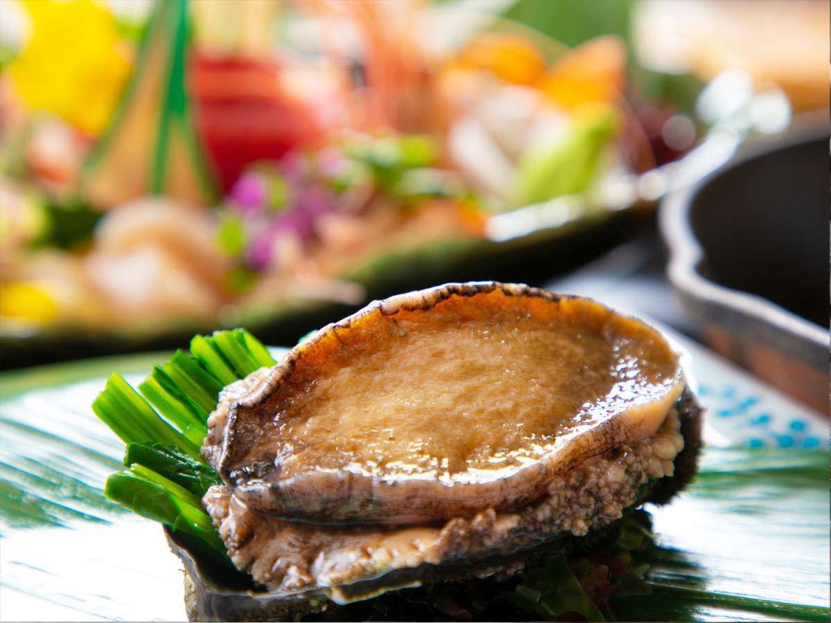 気仙沼のあわびはギュギュっと詰まった旨味と、分厚さが特徴!焼きたてを噛みしめて!