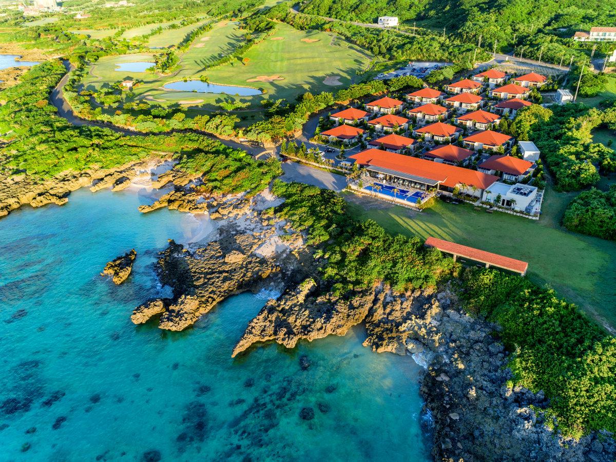 施設全景/約100万坪のリゾート敷地の東部に立地。宮古島市の海浜公園・インギャーマリンガーデン隣接。