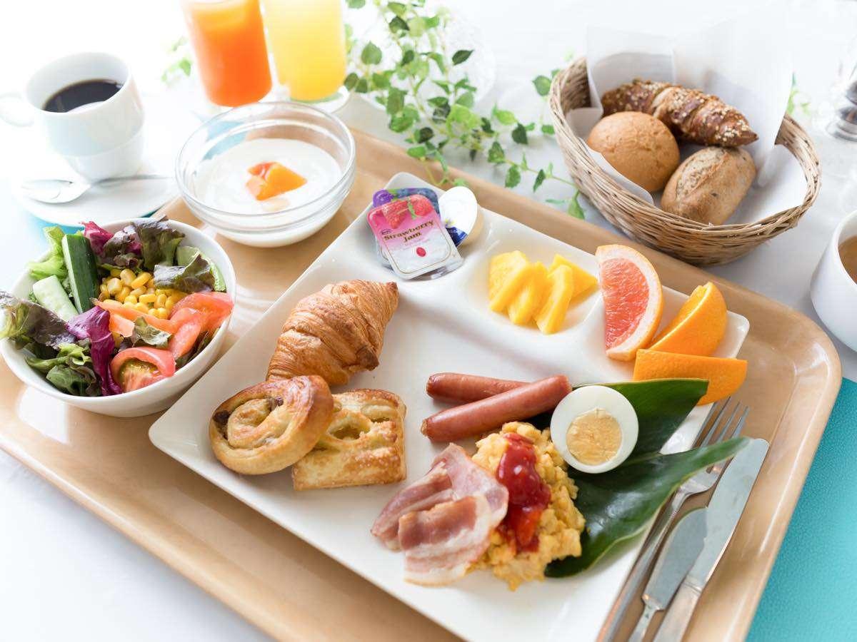 ★自慢の朝食★焼き立てパンビュッフェ!!もちろん和食もあります!絶品メニューがせいぞろい!(^^)!