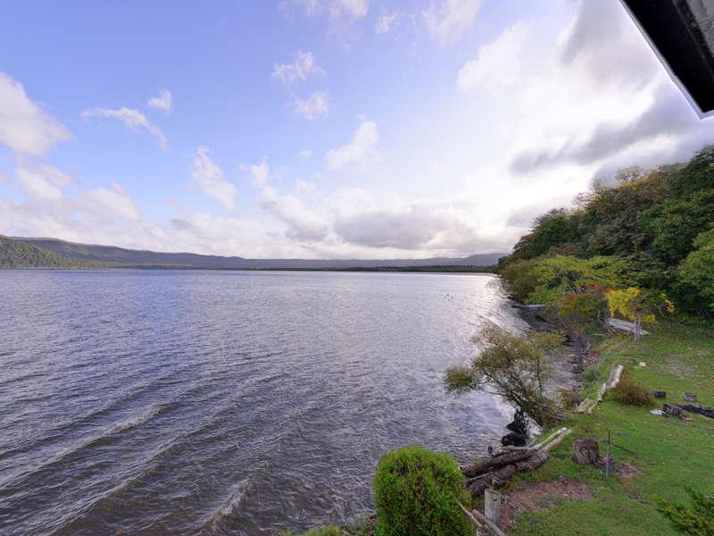 """*お部屋からの景観/日本最大のカルデラ湖""""屈斜路湖""""湖畔に佇む当館だからこその絶景。"""