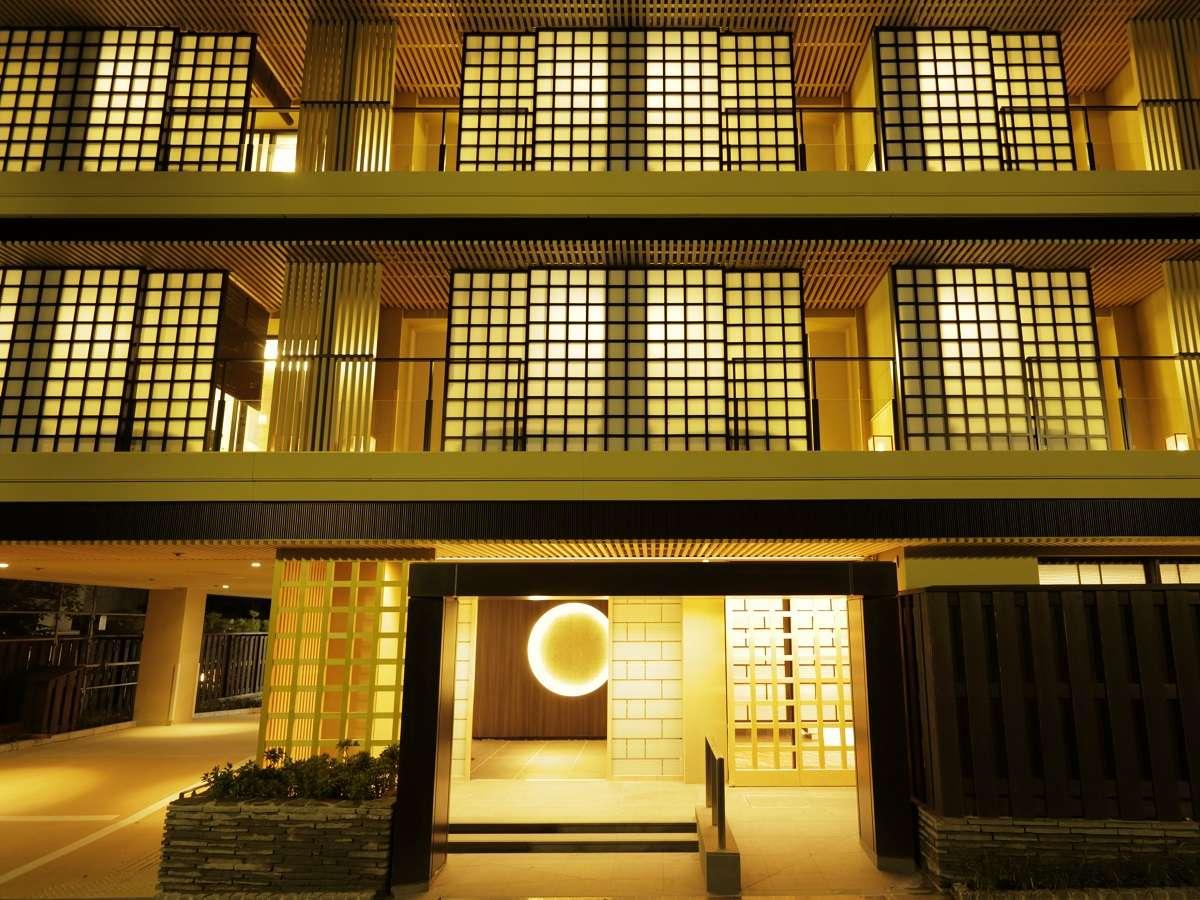 """""""月""""と""""寄木細工""""をモチーフとしたデザイナーズ湯宿。新宿からロマンスカーで約1時間25分♪"""