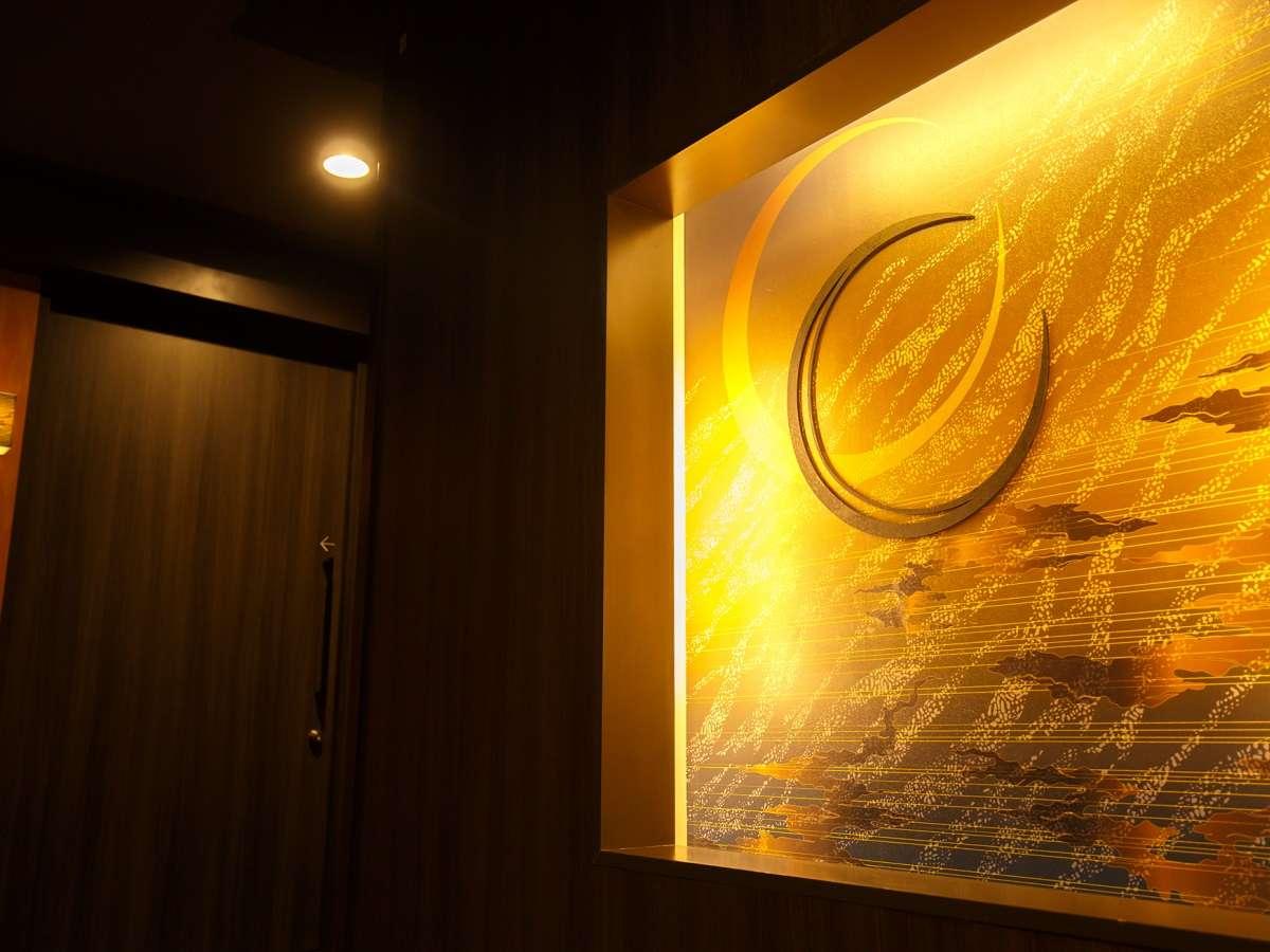 客室廊下にもデザイナーズ湯宿ならではのモダン空間をお愉しみください。