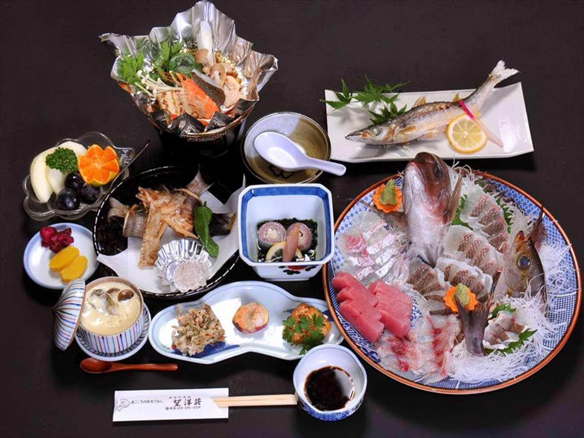 *夕食(一例)お刺身盛り合わせ、焼き魚、鍋など魚を味わい尽くせます。