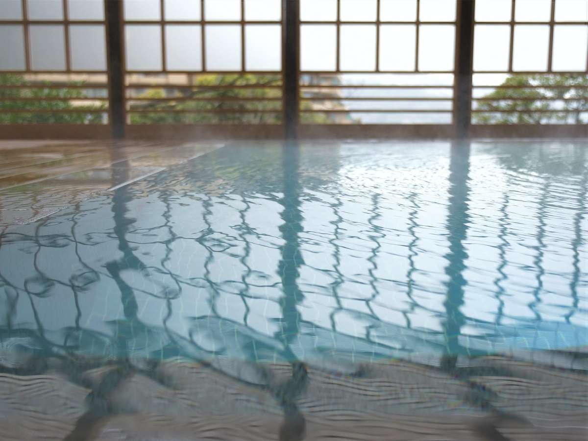 【露天風呂】広々としていて外気が心地良い露天風呂