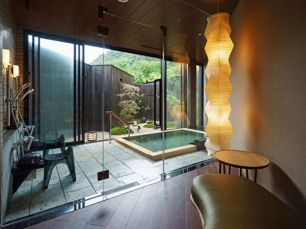 木造りの半露天風呂 きのか