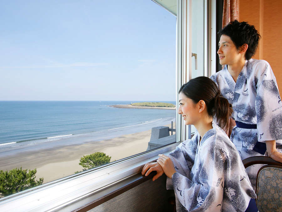 【海側客室眺望例】大きな窓からは真っ青な太平洋を一望できます!