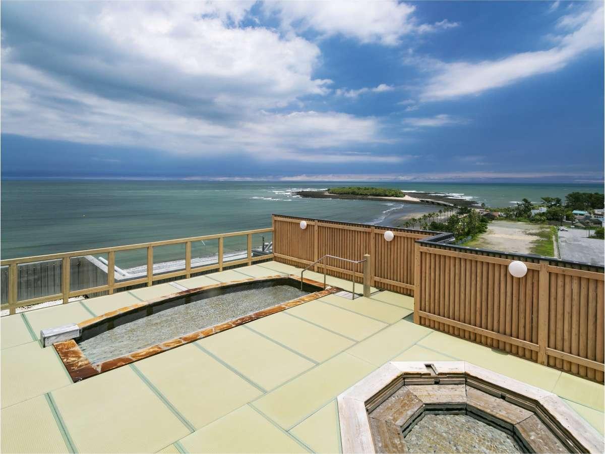 8階屋上露天風呂『輝潮』からの絶景をお楽しみください。