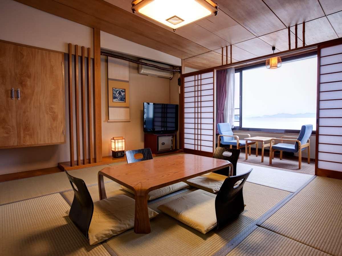 【和室】ご家族やご友人グループでの賑やかなご旅行に最適な、気兼ねなくくつろげる和室のお部屋。