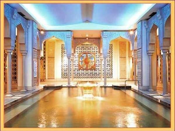 「世界の大温泉スパワールド」 さまざまな入浴施設とプール、エステもあります。