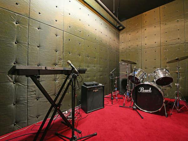 B2F【音楽スタジオ『La-Cosa-Nostra』】練習や発表会などにご利用ください。